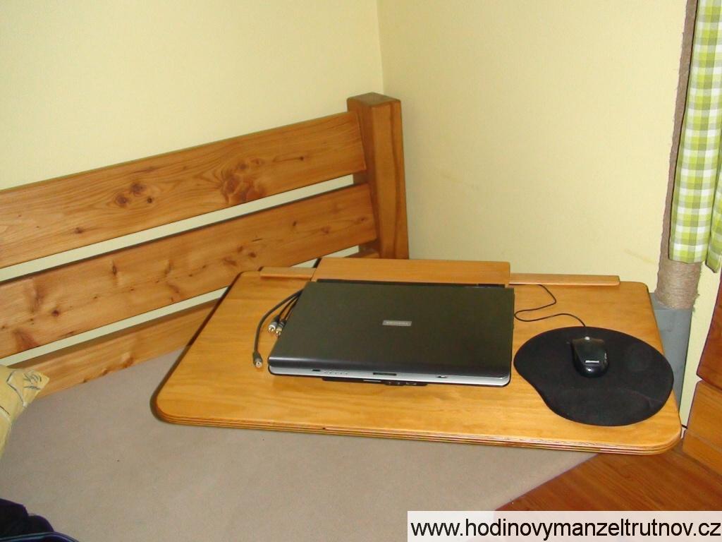 Otočný stolek